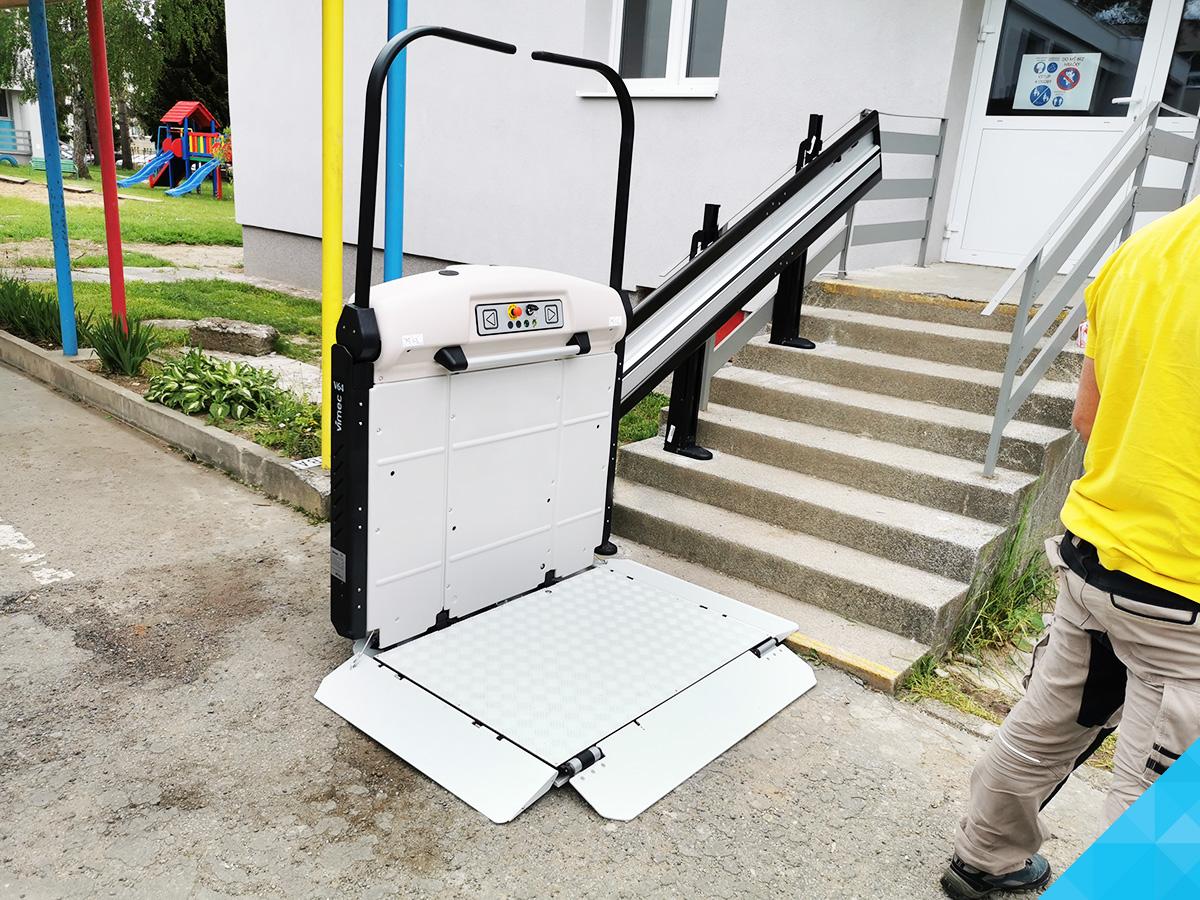 Šikmá schodisková plošina pre vozíčkarov